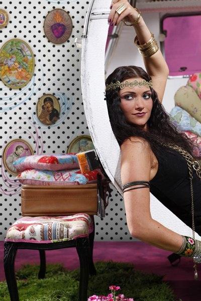 Interior decorado con Fotomural Polka Dots V2-769
